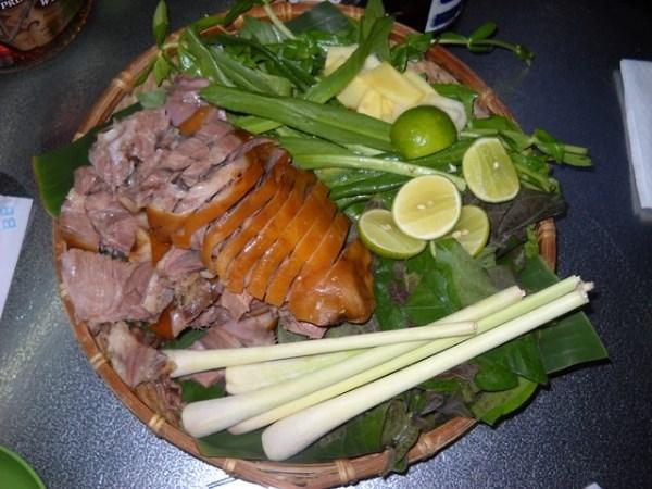 Vào bếp trổ tài với cách làm thịt chó luộc nước dừa ngon độc đáo, ít người biết
