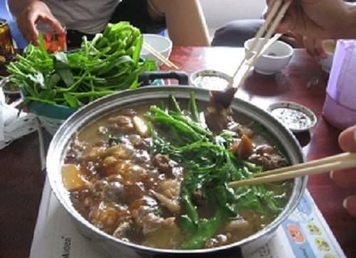Ấm lòng ngày mưa se lạnh với cách nấu món lẩu thịt chó vô cùng hấp dẫn 4