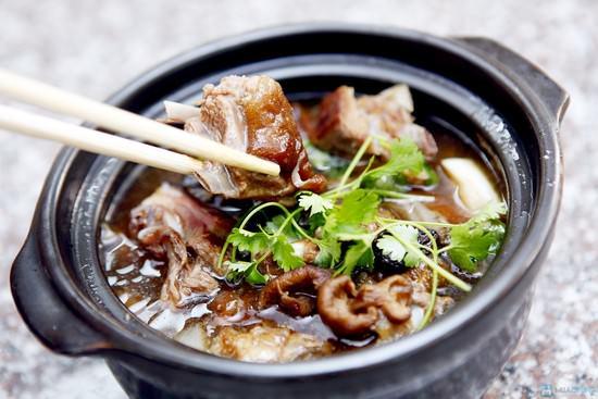 Tẩm bổ cuối tuần với món thịt chó hầm thuốc bắc dậy hương hấp dẫn 4