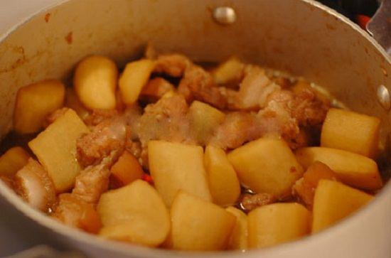 Cách làm thịt ba chỉ kho củ cải trắng ngon hơn bạn tưởng 5