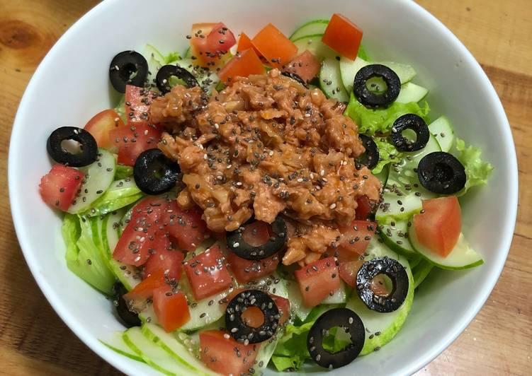 Cách làm salad cá ngừ dầu giấm 1