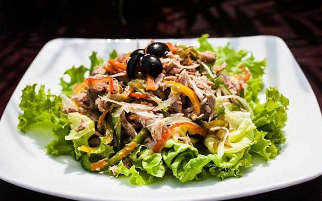 Cách làm salad cá ngừ dầu dấm 2