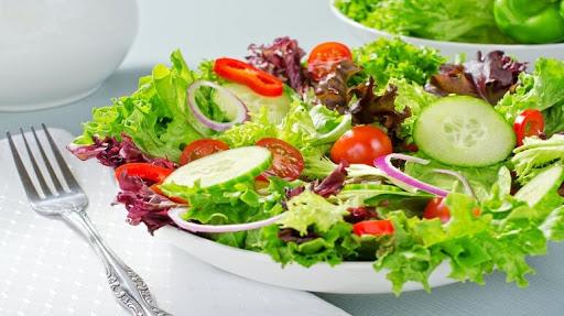 Cách làm salad cá ngừ dầu dấm 3