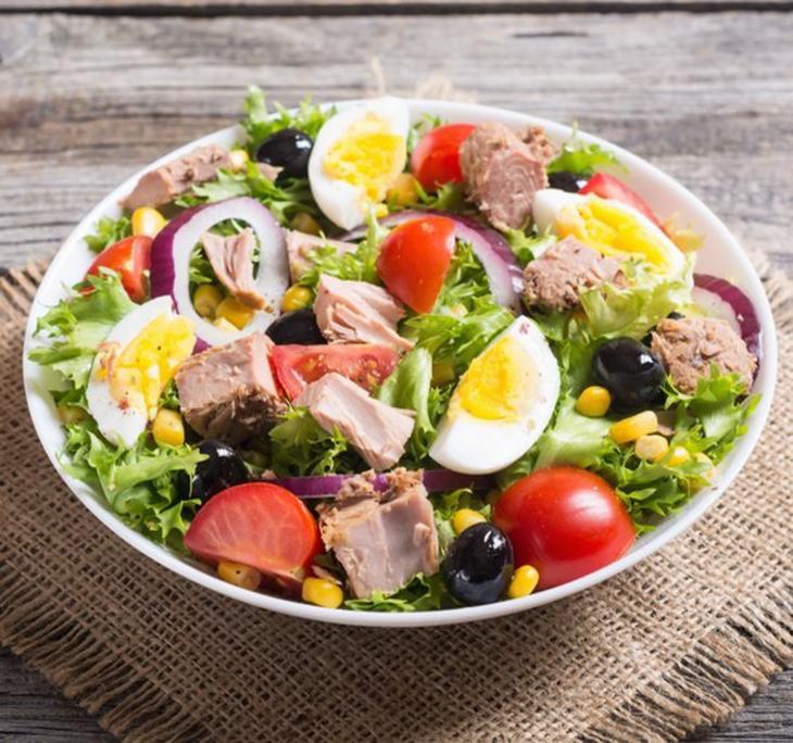 Cách làm salad cá ngừ dầu dấm 5