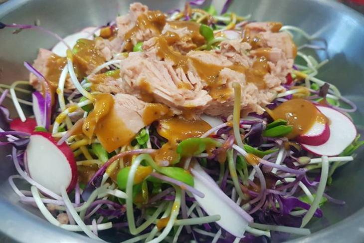 cách làm salad cá ngừ tươi 6