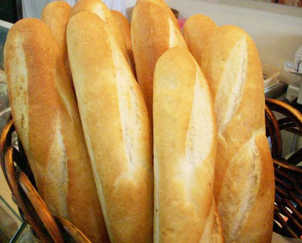 bánh mì cũ xé vụn