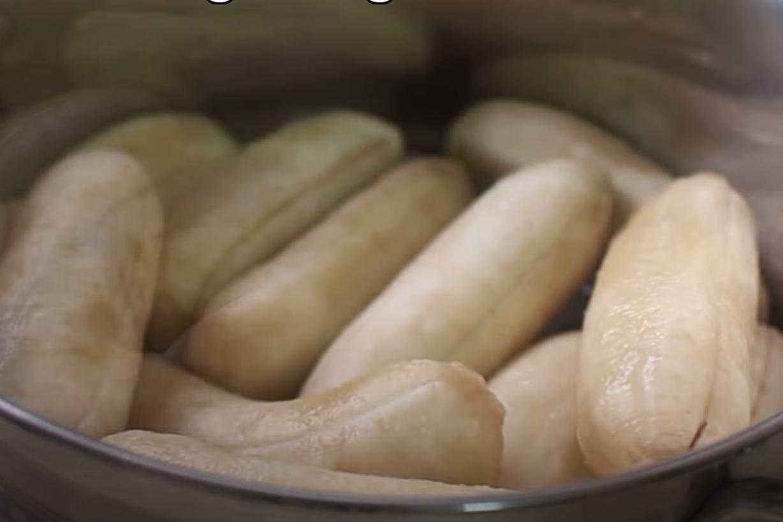 cách làm bánh chuối nướng màu đỏ 5