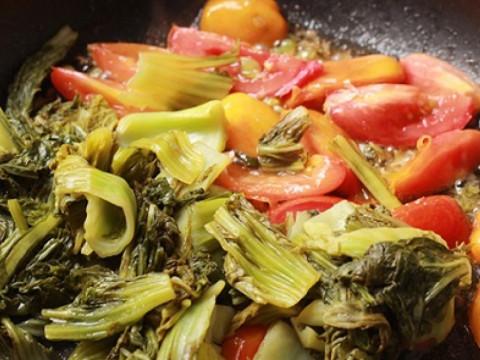 Hướng dẫn cách làm lòng bò xào dưa chua 2