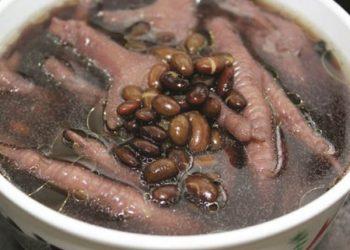 Cách làm chân gà hầm đậu đen