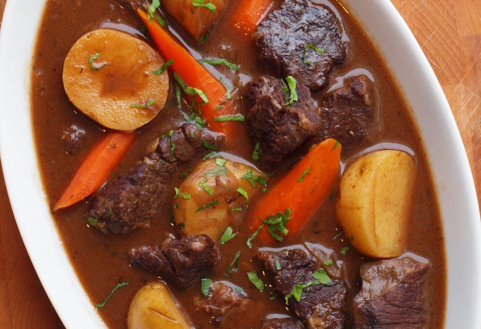 Thịt trâu làm món gì ngon - Thịt trâu hầm rau củ