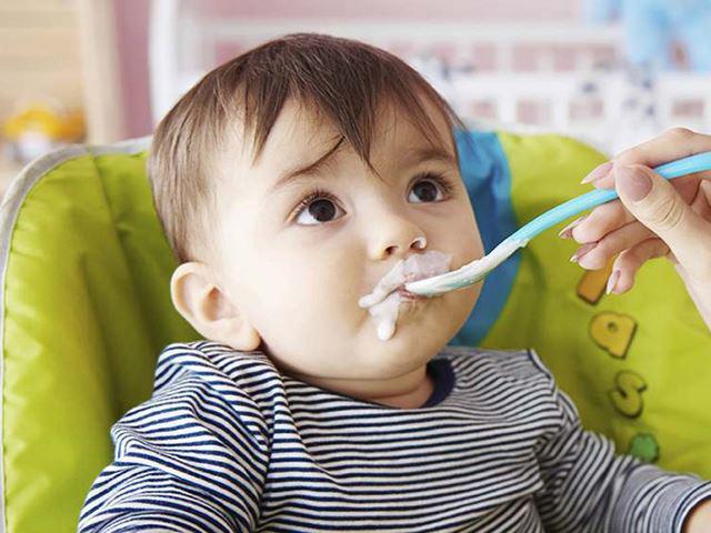 Trẻ mấy tháng ăn được váng sữa giúp hỗ trợ phát triển tốt nhất 4