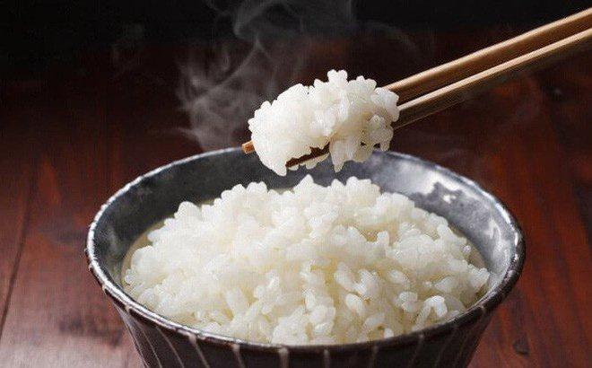 100g cơm chứa khoảng 130 Kcal