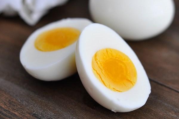 ăn trứng buổi tối có tốt không