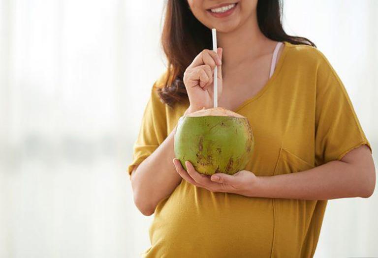 Bà bầu có nên uống nước dừa không? Những lưu ý tốt nhất cho thai kỳ 1