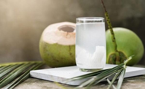 Bà bầu có nên uống nước dừa không? Những lưu ý tốt nhất cho thai kỳ 2