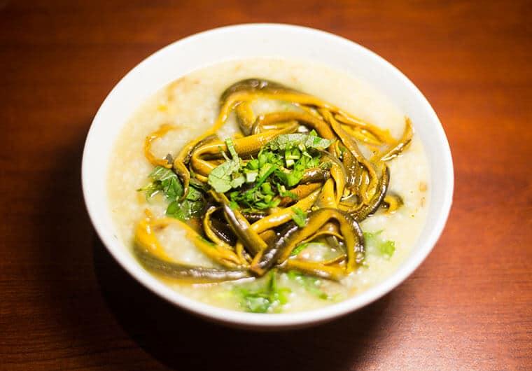 Cháo lươn nấu với rau gì cho bé ăn dặm 1