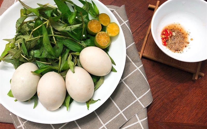 trứng vịt lộn không nên ăn với gì