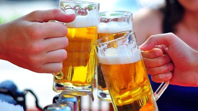 uống bia có nổi mụn không
