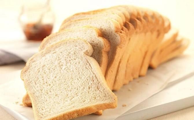100g bánh mì bao nhiêu calo
