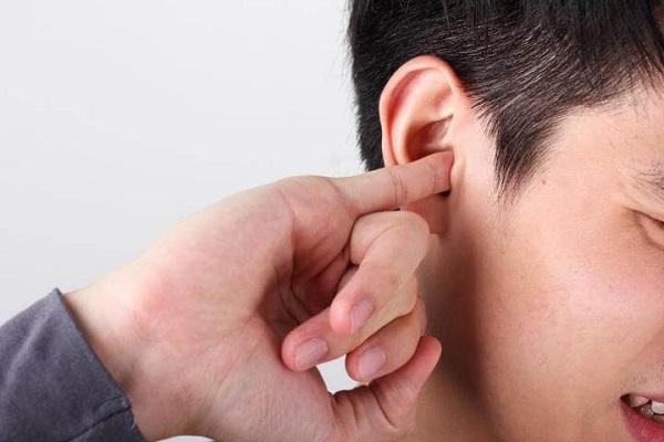 Bói ngứa tai giống như điềm báo ngứa tai trong phong thủy tâm linh