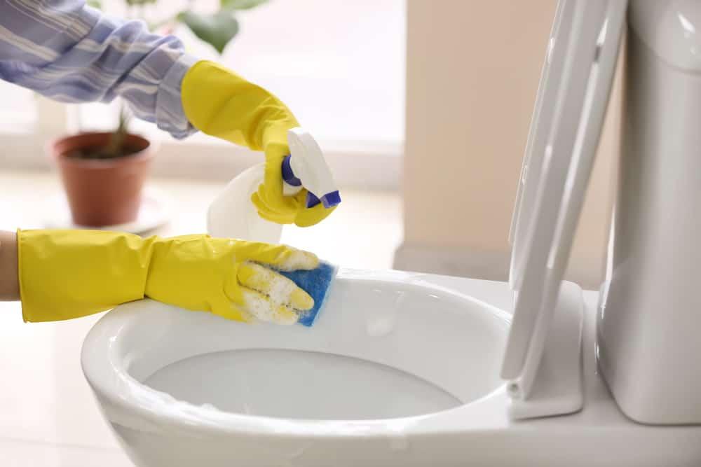 Tẩy rửa nhà vệ sinh bằng Baking soda
