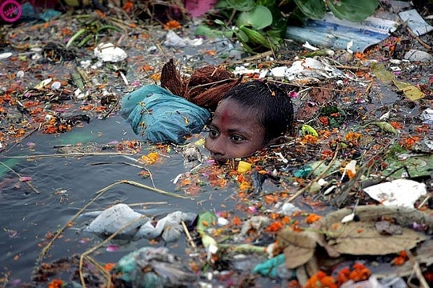 Con sông Yamuna ngập tràn rác thải