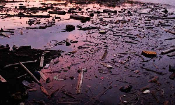Hình ảnh mặt trời lặn trên dòng sông Tarcoles, Costa Rica bị ô nhiễm do quá trình xả chất thải rắn cùng nước thải sinh hoạt của người dân khu vực đô thị lớn San José.