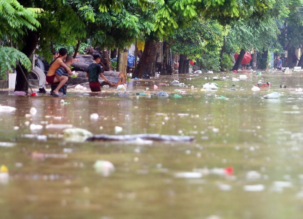 Lũ lụt gây ô nhiễm môi trường