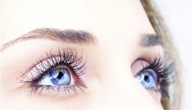 Nháy mắt phải nữ liên tục rất nguy hiểm