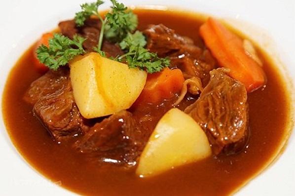 Thịt trâu hầm khoai tây