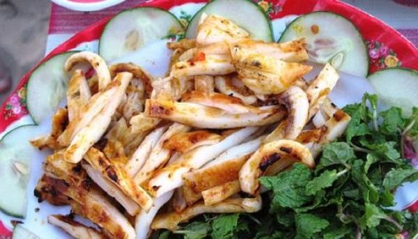 Khu ăn vặt An Dương Vương - Sài Gòn
