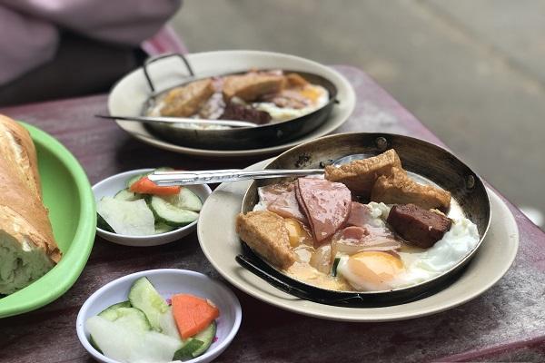 Khu Ăn Vặt Cao Thắng - Bàn Cờ - Sài Gòn