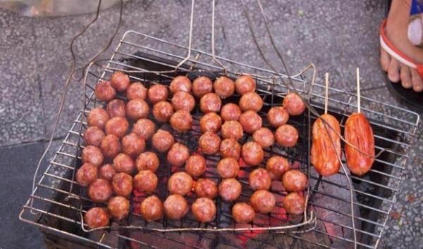 Khu ăn vặt Hồ Con Rùa - Sài Gòn