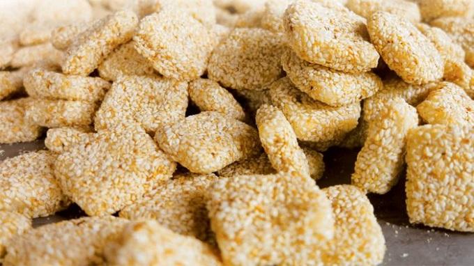 Bánh khô mè Đà Nẵng