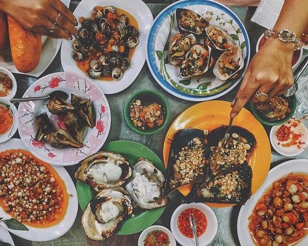 Ốc đủ món Sài Gòn