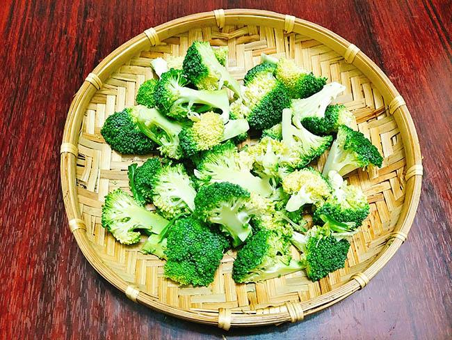 bông cải xào thịt bò 4