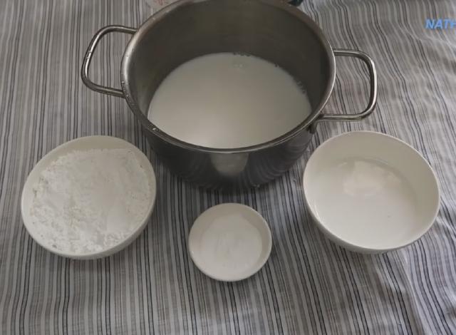 cách làm bánh chuối hấp đỏ 4