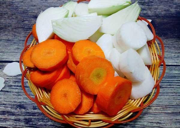 cách làm thịt bò xào củ hành tây, cà rốt 1