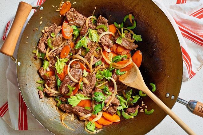 cách làm thịt bò xào củ hành tây, cà rốt 3