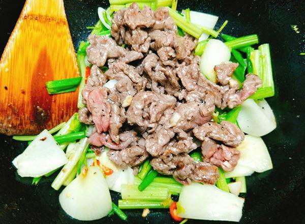 cách làm thịt bò xào củ hành tây, cần tây 3
