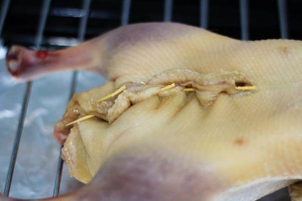 cách làm vịt nướng lá móc mật 2