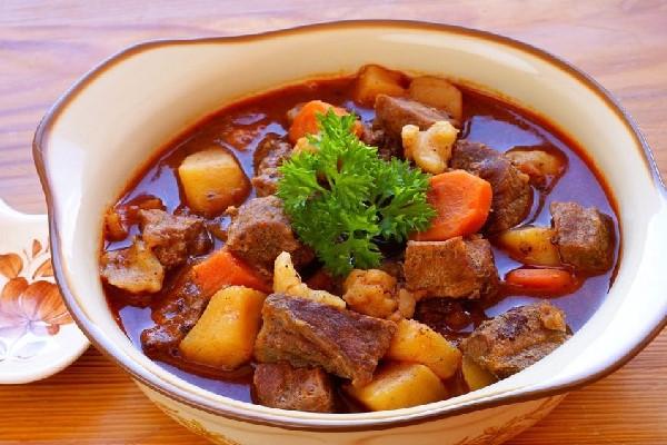thịt bò hầm rau củ