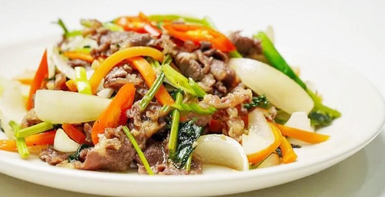 thịt bò xào cà rốt hành tây 6