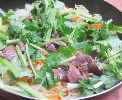 thịt bò xào củ cải khô 7
