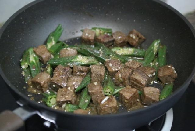 thịt bò xào đậu bắp 7