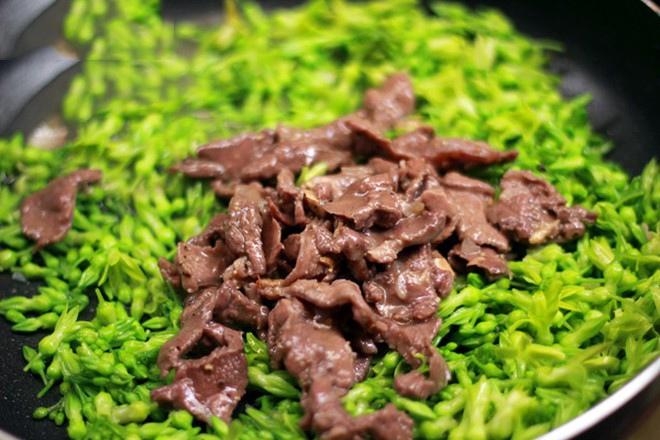 thịt bò xào hoa thiên lý 6