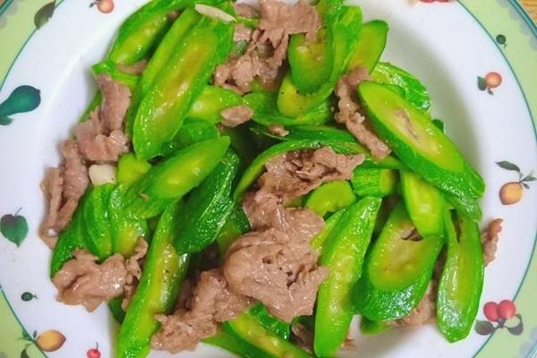 thịt bò xào mướp hương