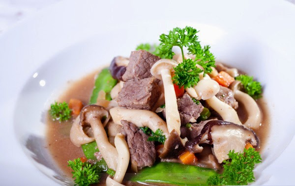 thịt bò xào nấm thập cẩm 1