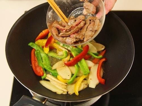 thịt bò xào ớt chuông 9
