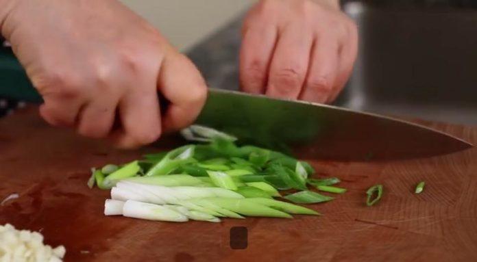 cách làm sườn bò hầm củ cải chi tiết 3